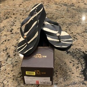 Coach Linley Rubber/Zebra Flip Flops 💝